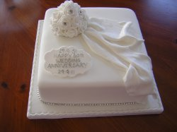 all-white-60th-anniversary-cake