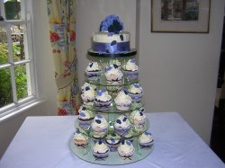 blue-roses-cupcake-tower