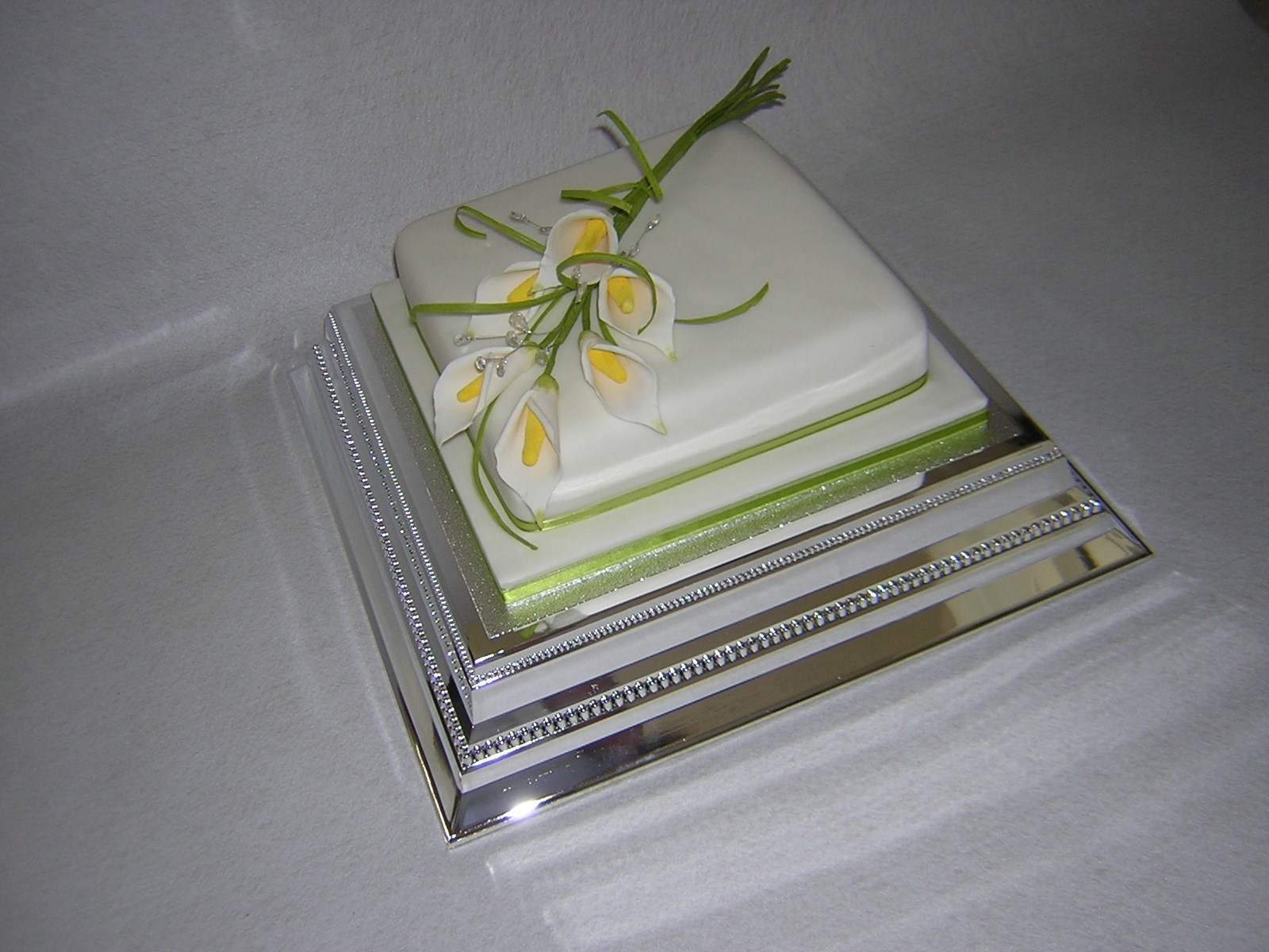 Single Tier Square Wedding Cakes With Flowers