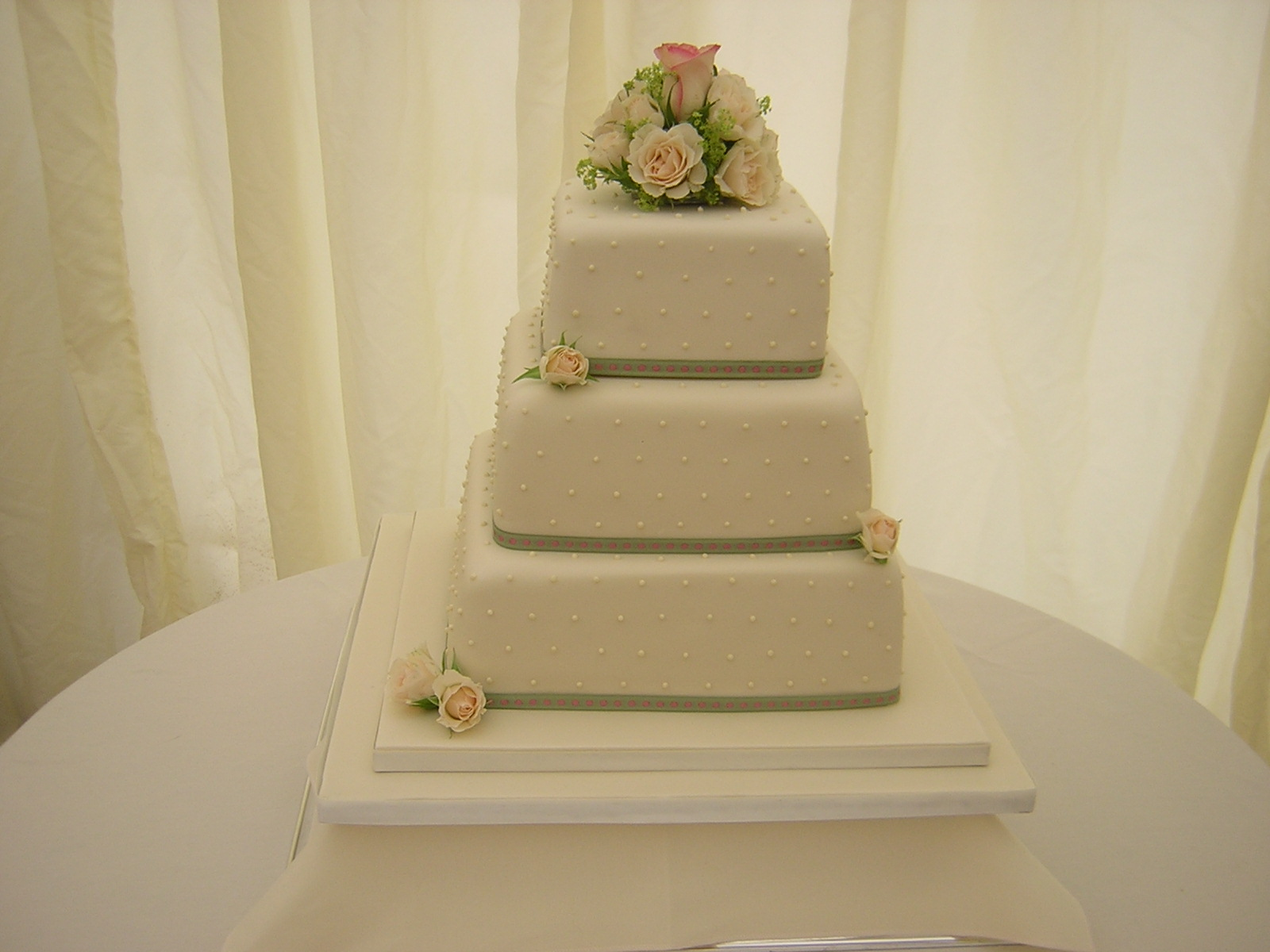 How Much Do Wedding Cakes From Walmart Cost