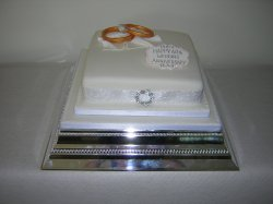anniversary-cake-with-oversized-rings