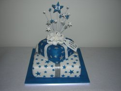 blue-and-white-parcel-stars-cake
