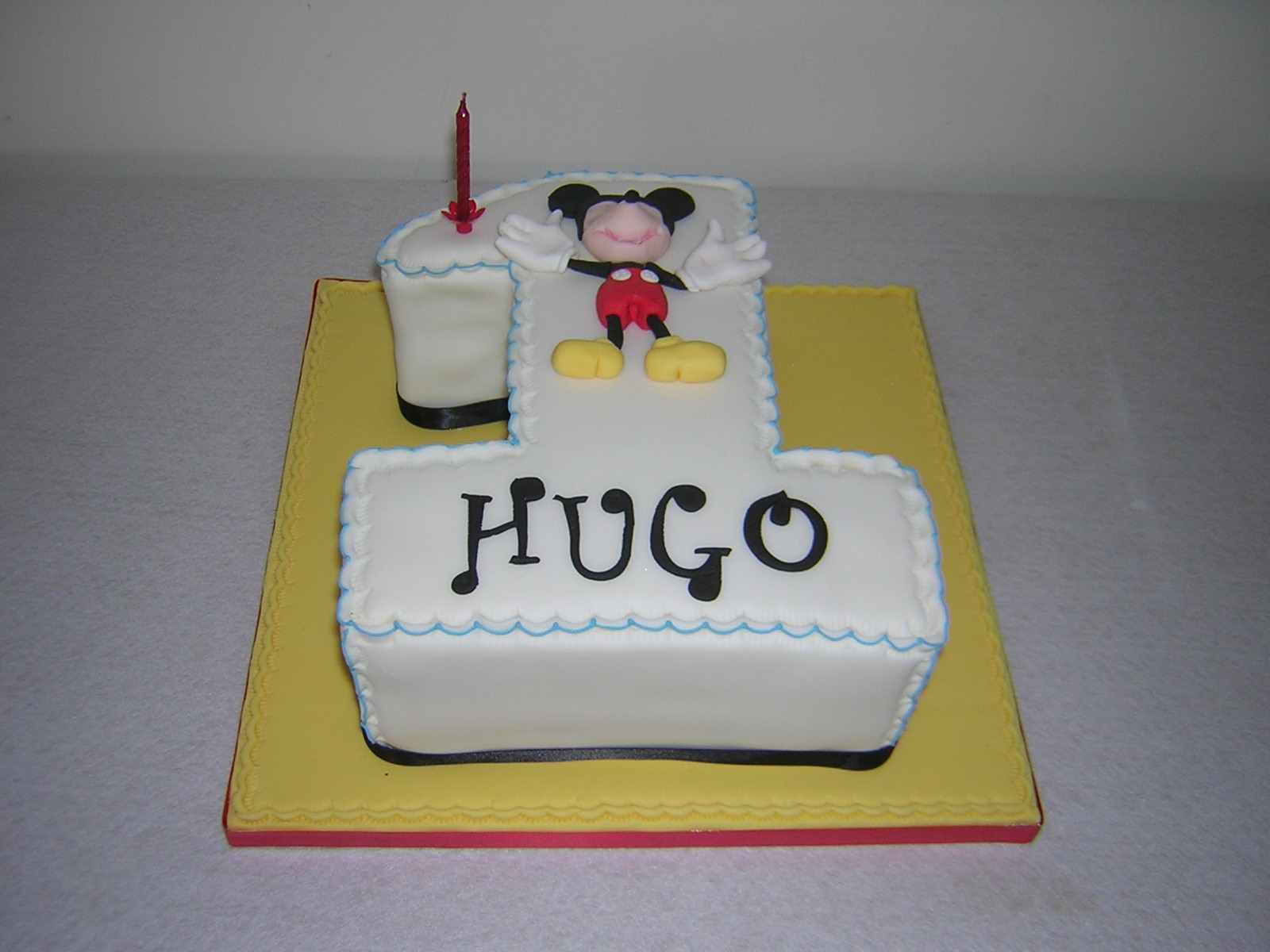 hugos-with-mickey-mouse