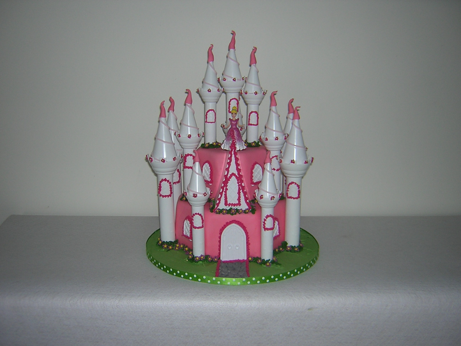 pink-and-white-castle-cake