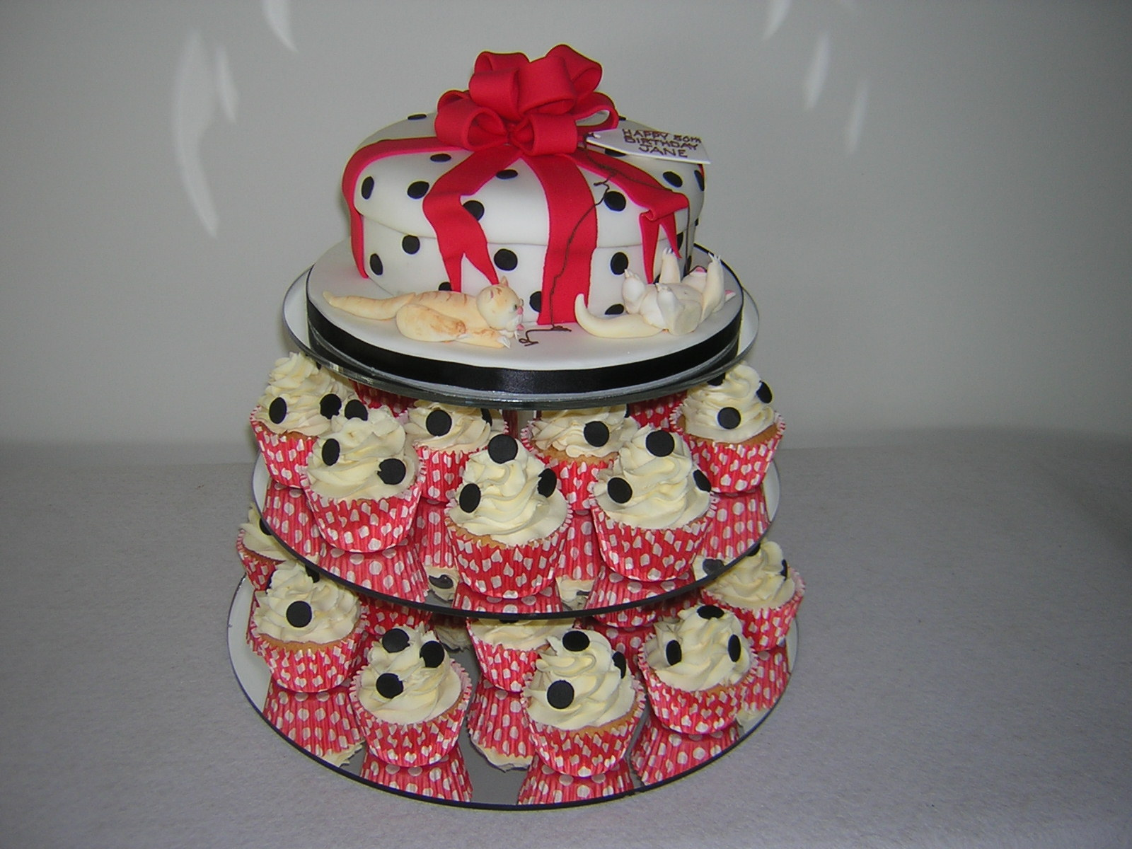 parcel-and-kittens-cupcake-tower_1
