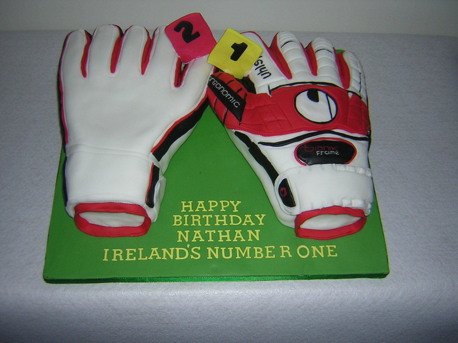 goalkeepers-gloves