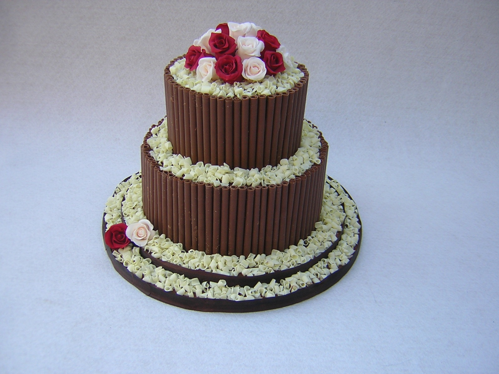 chocolate-wedding-cake-with-roses