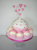 giant-pink-heart-cupcake-with-smaller-cupcakes