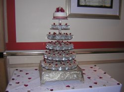 red-roses-cupcake-tower_0