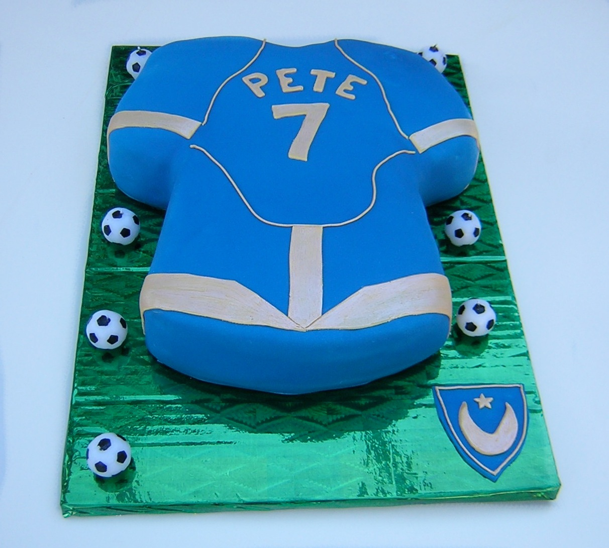 julies-pompey-football-shirt-cake
