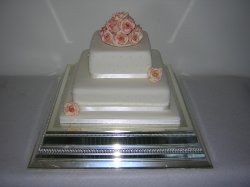 2-tier-with-creamy-pink-roses