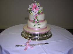 3-tier-with-sugar-flowers