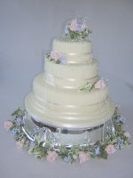 wedding-cake-with-dots